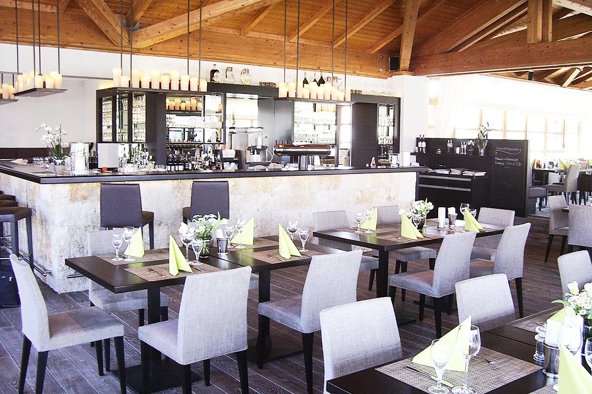 Münchner Golfclub Strasslach, Umbau und Innenausbau Clubhaus - Restaurant und Bar